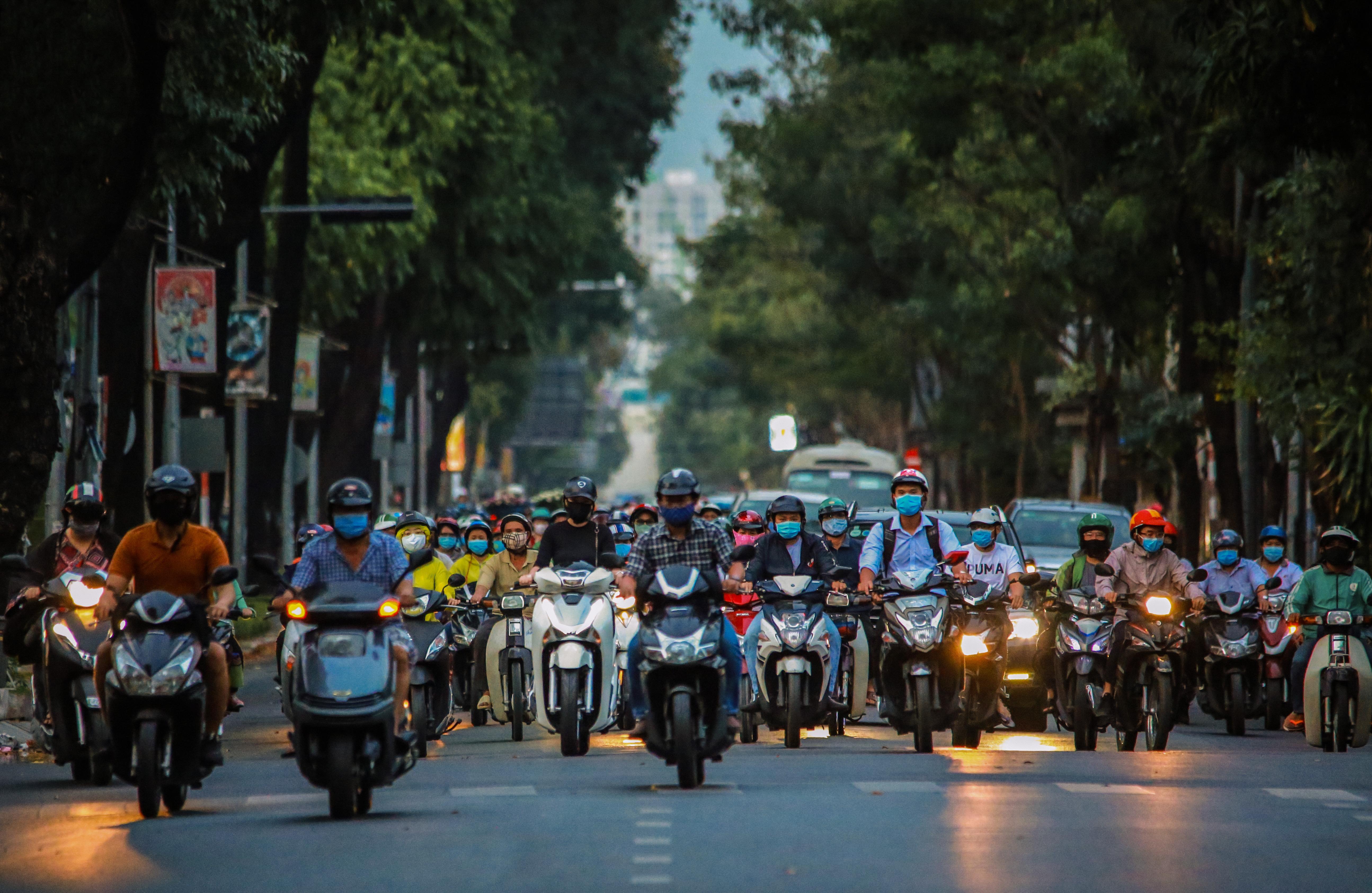 Sài Gòn đông đúc khi sắp kết thúc đợt cách ly toàn xã hội 14 ngày - Ảnh 7.