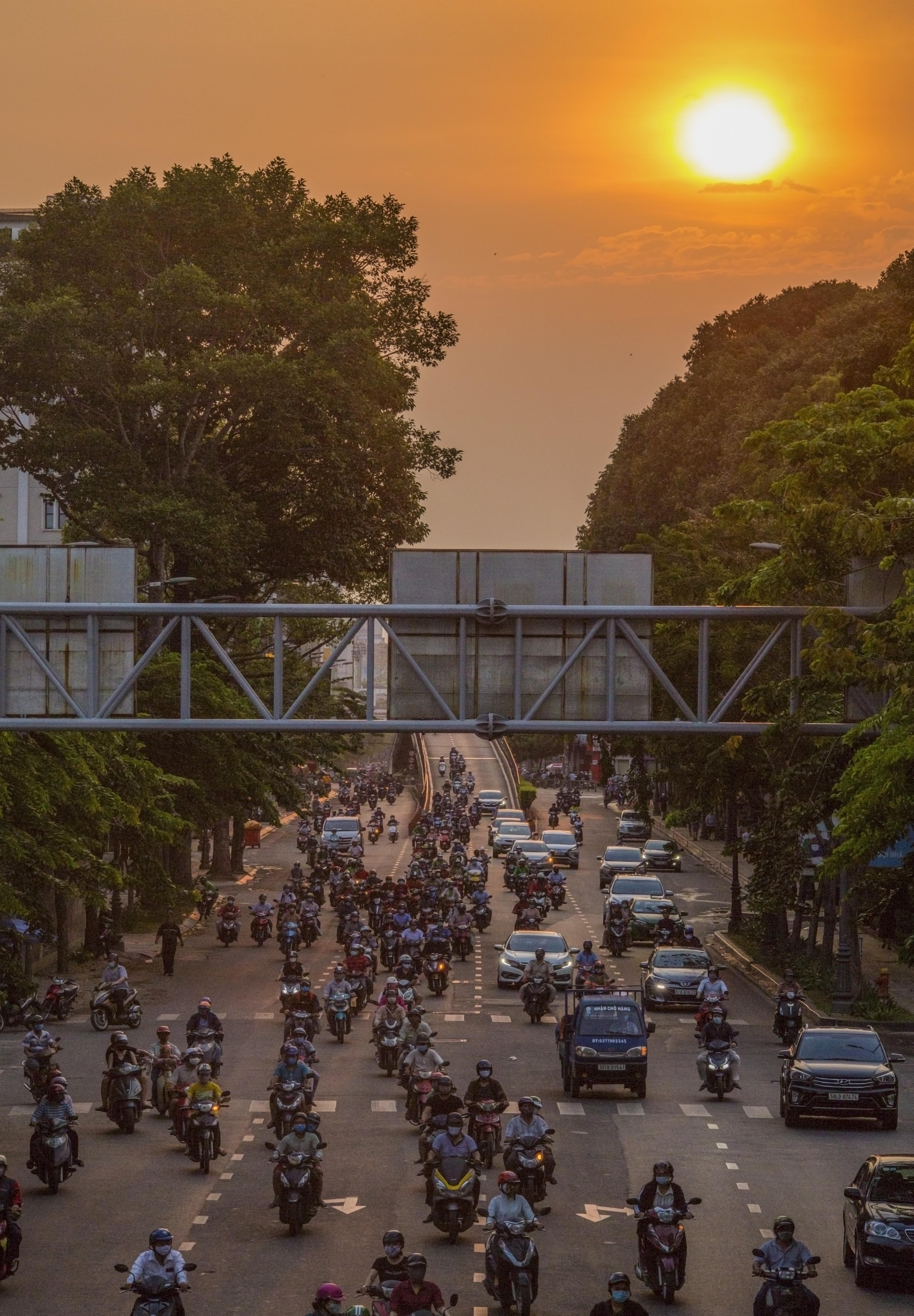 Sài Gòn đông đúc khi sắp kết thúc đợt cách ly toàn xã hội 14 ngày - Ảnh 13.
