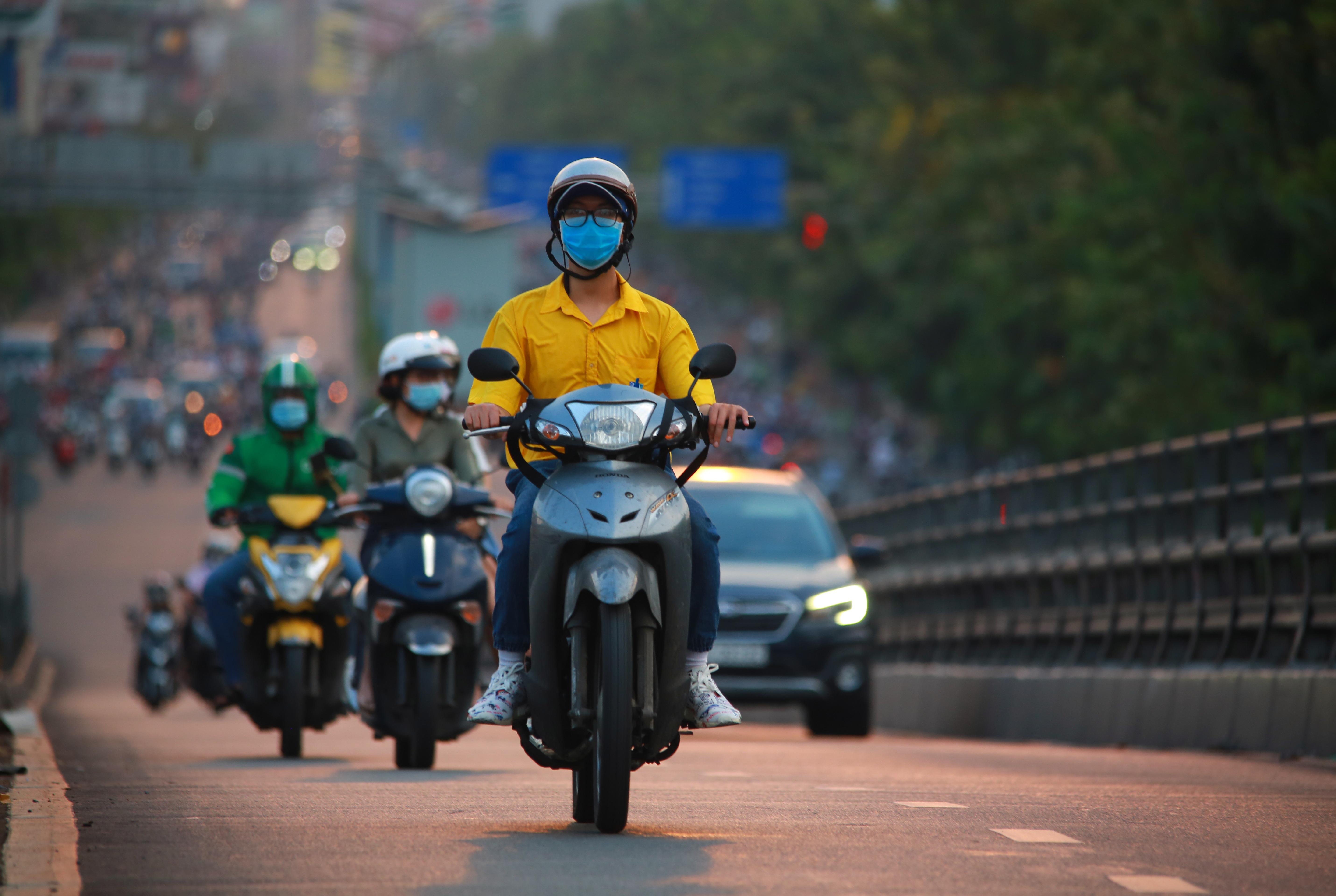 Sài Gòn đông đúc khi sắp kết thúc đợt cách ly toàn xã hội 14 ngày - Ảnh 10.