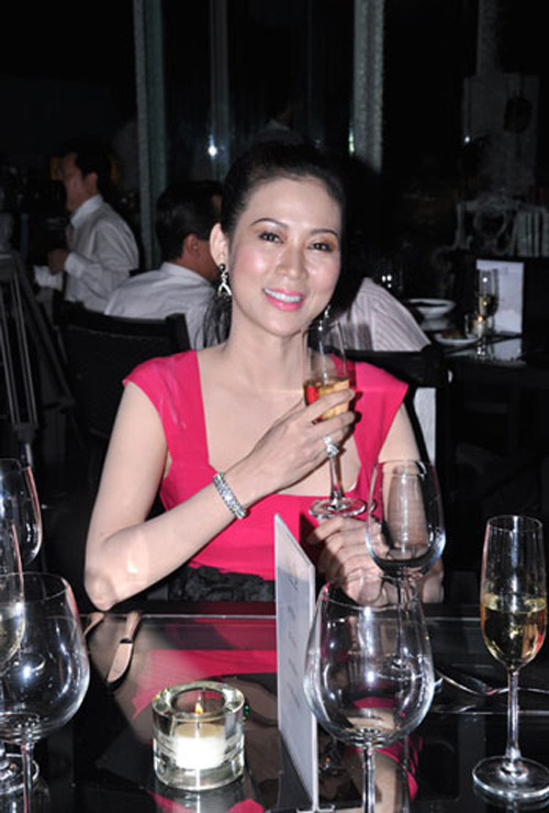 Nữ hoàng ảnh lịch Diễm Hương kể chuyện từng suy sụp và không muốn tham gia đóng phim - Ảnh 10.