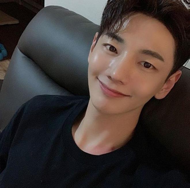 Ca sĩ Park Ji-hoon qua đời ở tuổi 32 vì ung thư dạ dày: BS cảnh báo 3 sai lầm của giới trẻ - Ảnh 1.