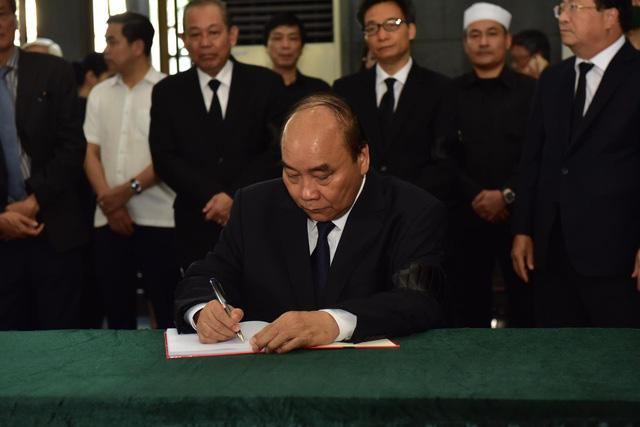 Chủ tịch QH Nguyễn Thị Kim Ngân, Thủ tướng Nguyễn Xuân Phúc tiễn biệt ông Vũ Mão - Ảnh 8.