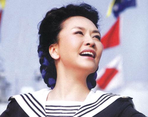 Tập Minh Trạch sở hữu nét đẹp trời phú từ mẹ mình.