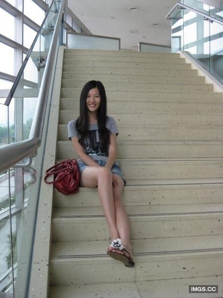Sinh ngày 27/6/1992, cô gái xinh đẹp này là con gái duy nhất của cặp vợ chồng quyền lực nhất Trung Quốc.