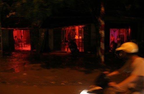 hoạt động mại dâm núp bóng dưới các quán cà phê trá hình ở thôn La Dương, xã Dương Nội (quận Hà Đông).