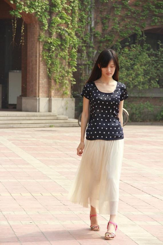 Cô còn có nickname là Xiao Muzi (Tiểu Muzi), do chính ông nội cô đặt với hàm nghĩa là ngây thơ và đoan trang. Nickname này tương xứng vởi vẻ ngoài nhẹ nhàng và xinh đẹp của cô gái 9x này.