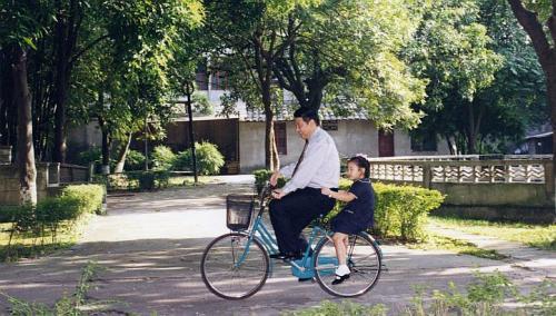 Thời thơ ấu của Tập Minh Trạch.
