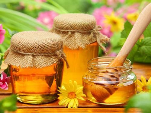 Mật ong có công dụng với làn da như dưỡng ẩm, tẩy tế bào chết, trị mụn, ngăn ngừa lão hóa...