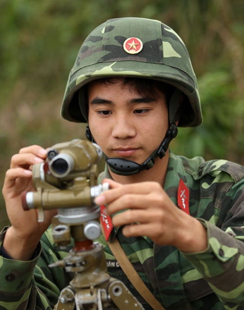 Tác dụng chính của mũ A2 là dùng để đội trong huấn luyện SSCĐ giúp bảo vệ đầu tránh khỏi các va đập mạnh và không có khả năng chống đạn. Hiện nay mũ A2 được bọc vải hoặc sơn ngụy trang trực tiếp lên mũ.
