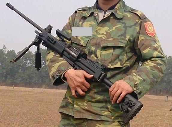 Súng máy Negev NG7, khác với súng máy Negev đang được trang bị cho Hải quân đánh bộ sử dụng cỡ đạn 5,56x45mm NATO, Negev NG7 sử dụng cỡ đạn 7,62x51mm NATO. Súng có chiều dài 1.000m, chiều dài nòng 508mm, khối lượng 7,6kg, tốc độ bắn 850-1.150 phát/phút.