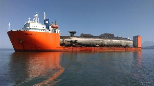 Tàu ngầm Nga được vận chuyển đi nâng cấp