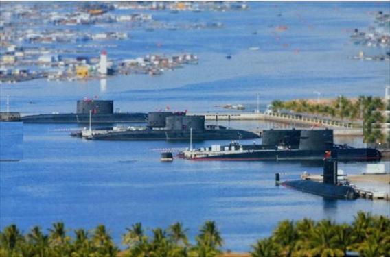 Tàu ngầm Trung Quốc tại căn cứ Du Lâm