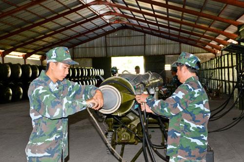 Kiểm tra hiệu chỉnh các thông số của đạn tên lửa.