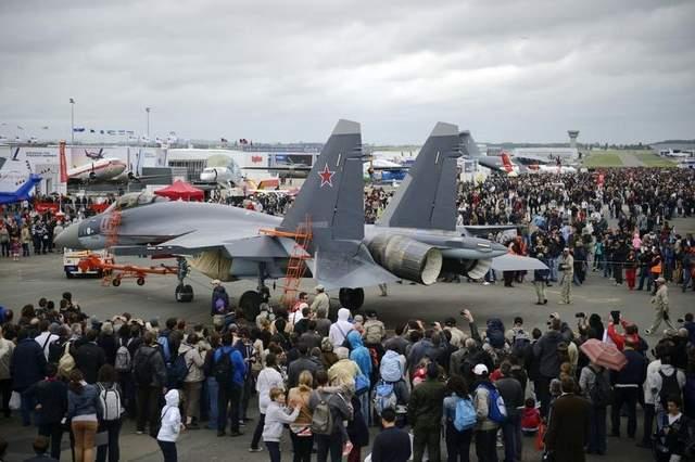 Máy bay chiến đấu Su-35 tại triển lãm Paris Air Show 2013