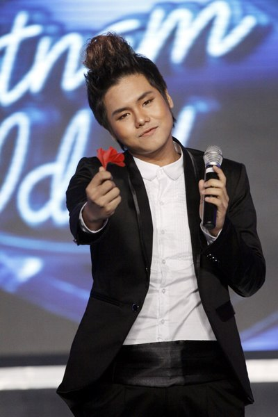 """Lọt vào top 10 Vietnam Idol 2010 và buộc phải dừng cuộc chơi ở đêm gala 5, Đức Anh gần như """"mất hút"""" sau những lùm xùm tai tiếng tại cuộc thi này. Bởi, theo lời ca sĩ trẻ, anh chưa sẵn sàng để bước vào thế giới showbiz, hơn nữa anh muốn hoàn thành công việc học tập của mình tại trường ĐH Lao động xã hội."""