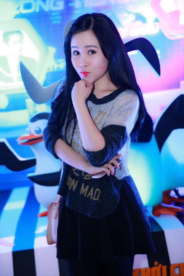 Sở hữu làn da trắng với chiều cao khiêm tốn, Trương Phương từng thừa nhận cô diễn viên lùn nhất showbiz.