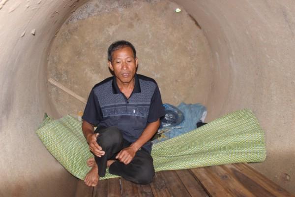 Chú Định (bố thủ khoa ĐH Y Nguyễn Hữu Tiền) từng sống trong ống cống bỏ hoang.