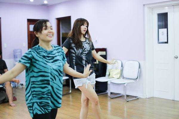 Ngoài mục đíchkhoe khả năng biểu diễn trên sân khấu, trong sản phẩm sắp ra mắt, Hari Won sẽ khoe những điệu nhảy cực chất và ấn tượng của bản thân.