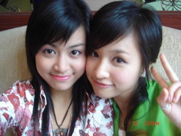 Năm 2004, Hoàng Thùy Linh và Thanh Vân đều đảm nhận vai trò MC gameshow tương tác truyền hình Vui cùng Hugo.