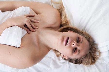 Theo các chuyên gia, âm vật là vùng nhạy kích thích tình dục nhất trên cơ thể phụ nữ. Nó thường được gọi là dương vật nữ, vì cấu tạo từ cùng vật liệu như dương vật của nam giới.