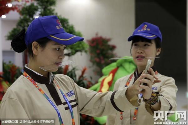 Các nhân viên vệ sinh của công ty Hoằng Hân được đào tạo theo tiêu chuẩn của tiếp viên hàng không.