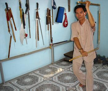 Võ sư Nguyễn Văn Thắng có kho vũ khí rất đa dạng, các ám khí