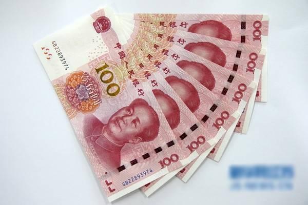 Những tờ tiền mệnh giá 100 tệ mới được phát hành tại Trung Quốc.