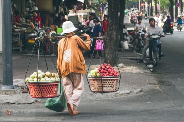 Chùm ảnh: Thương lắm những gánh quà rong trên phố Sài Gòn 1