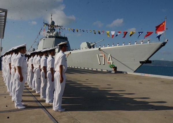 Trước đó Trung Quốc đã bàn giao hai tàu khu trục Type 052D khác cho hạm đội Nam Hải là tàu Côn Minh và tàu Trường Sa. Khu trục hạm thuộc Type 052D có chiều dài 155m, chiều rộng 17m, chiều cao 6m.