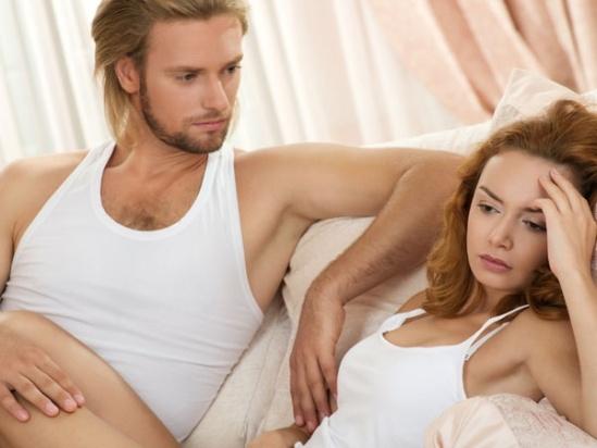 """Đau trong khi làm """"chuyện ấy"""" - quan hệ được coi là một trải nghiệm thú vị, nhưng nếu bạn bị đau khi quan hệ nó có thể là một trong 8 triệu chứng của bệnh ung thư cổ tử cung."""