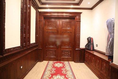  Tà khí cửa ngõ chủ yếu gồm hai loại: 1 là một nhà nhiều cửa, và 2 là các cửa đối diện với nhau.