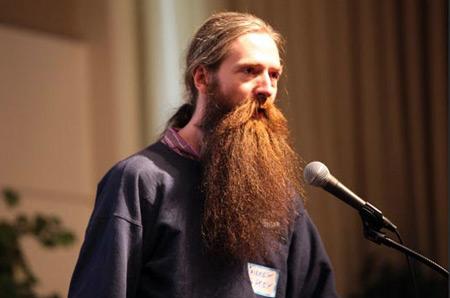 Aubrey De Gray trong một buổi phát biểu về tuổi thọ con người năm 2010 tại London.