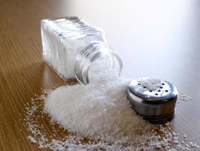 Ăn quá nhiều muối rất hại thận (Ảnh minh họa)