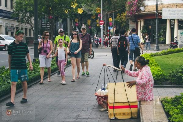 Chùm ảnh: Thương lắm những gánh quà rong trên phố Sài Gòn 10