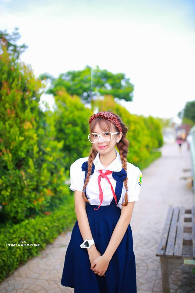 Hiện giờ, ngoài giờ học trên trường, cô bạn còn đăng kí tham gia các lớp mẫu và hi vọng sẽ theo nghiệp mẫu trong tương lai.