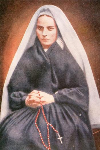 Năm 22 tuổi, Bernadette được vào tu viện đúng như khao khát của bà, dành hết tâm sức để thờ Thiên chúa và làm những việc thiện nguyện.
