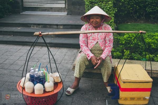 Chùm ảnh: Thương lắm những gánh quà rong trên phố Sài Gòn 11