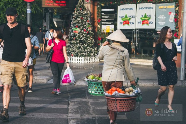 Chùm ảnh: Thương lắm những gánh quà rong trên phố Sài Gòn 13