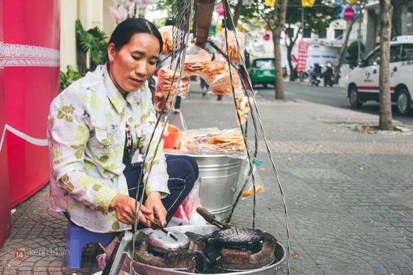 Chùm ảnh: Thương lắm những gánh quà rong trên phố Sài Gòn 14