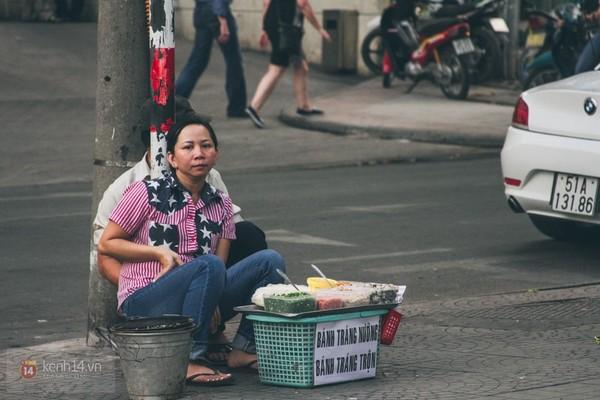 Chùm ảnh: Thương lắm những gánh quà rong trên phố Sài Gòn 17