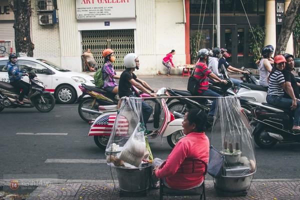 Chùm ảnh: Thương lắm những gánh quà rong trên phố Sài Gòn 19