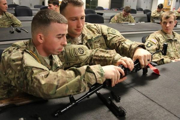 Dù phía Mỹ cho rằng việc huấn luyện này nhằm giúp binh sỹ thích nghi với mọi điều kiện chiến đấu và với mọi loại súng, nhưng theo đánh giá của một số chuyên gia được Tạp chí Janes (Anh) đăng tải cho biết, việc huấn luyện này có thể liên quan đến việc công ty RWC (Mỹ) được sự cho phép của nhà máy Kalashnikov (Nga) sản xuất súng AK-47 trên đất Mỹ.