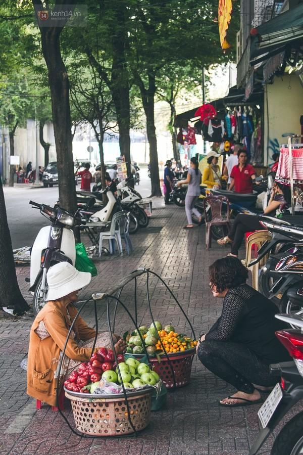 Chùm ảnh: Thương lắm những gánh quà rong trên phố Sài Gòn 2