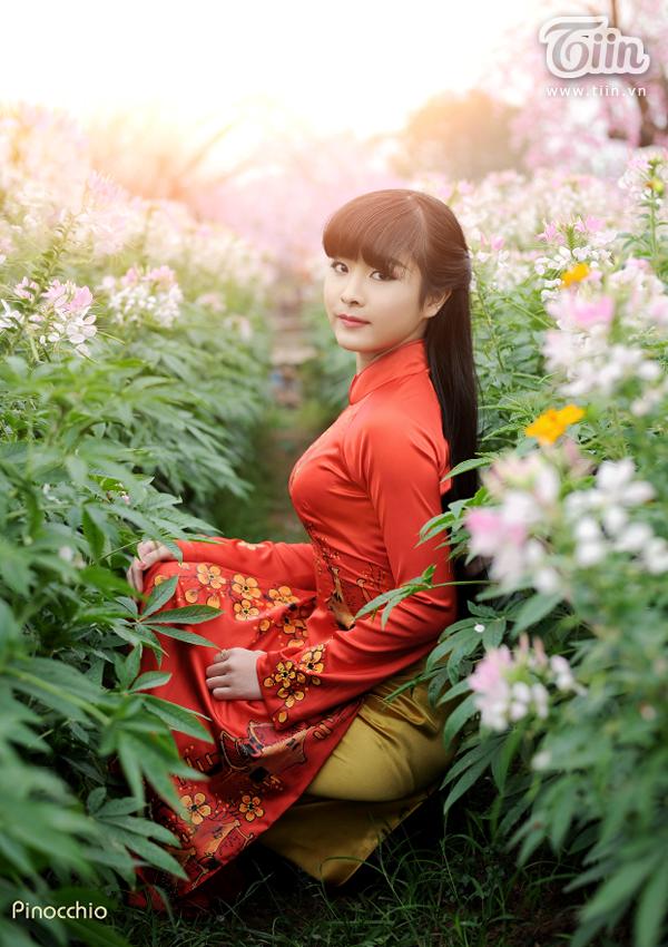 Nhật Lệ là một fan bóng đá thứ thiệt, cô gái dành rất nhiều tình cảm cho CLB Arsenal cũng như đội tuyển Việt Nam. Nhật Lệ còn tham gia fanclub của CLB Arsenal tại Việt Nam, cô cũng là Á khôi 1 cuộc thi Miss của AFVN (Arsenal Fanclub Vietnam).