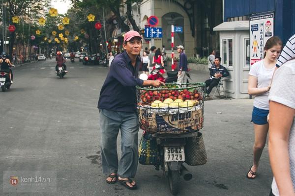 Chùm ảnh: Thương lắm những gánh quà rong trên phố Sài Gòn 21