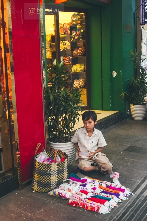 Chùm ảnh: Thương lắm những gánh quà rong trên phố Sài Gòn 22