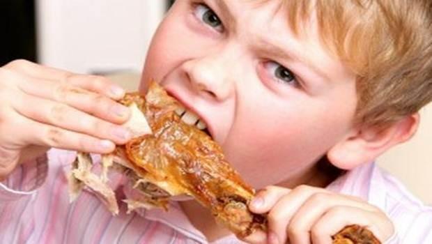 Mỗi ngày, bạn nên bổ sung khoảng 100g thịt gà trong các bữa ăn của bạn nếu bạn muốn cải thiện chiều cao nhanh chóng và tự nhiên.