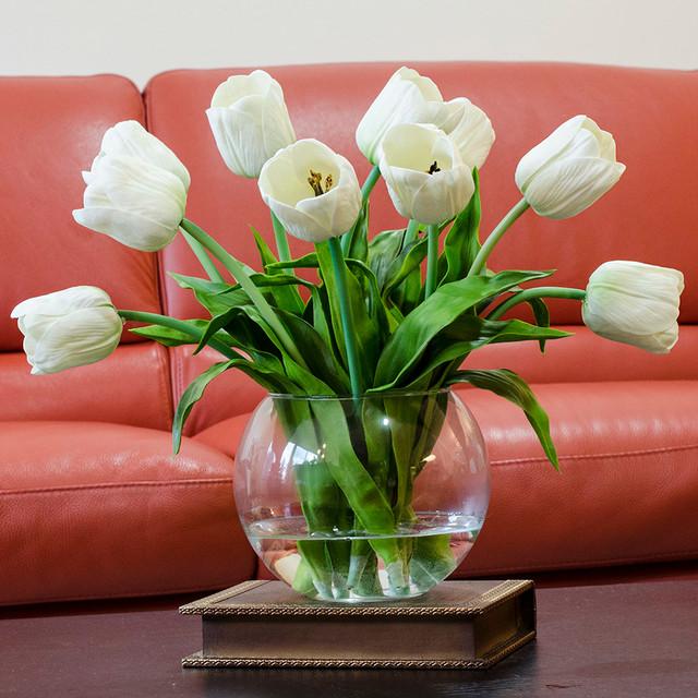 Hoa tulip có độc tố, không thích hợp đặt trong phòng sách.