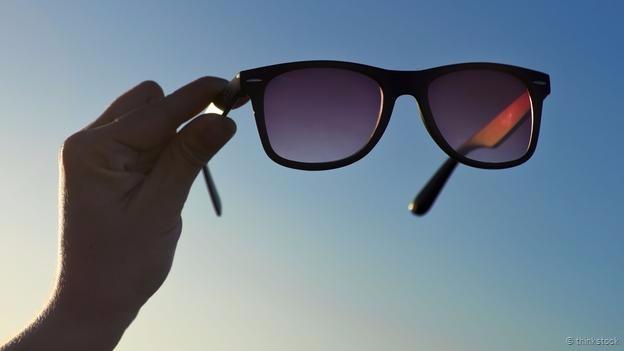 Ánh sáng mặt trời chứa nhiều tia cực tím nhưng chúng ta không thể nhận ta chúng