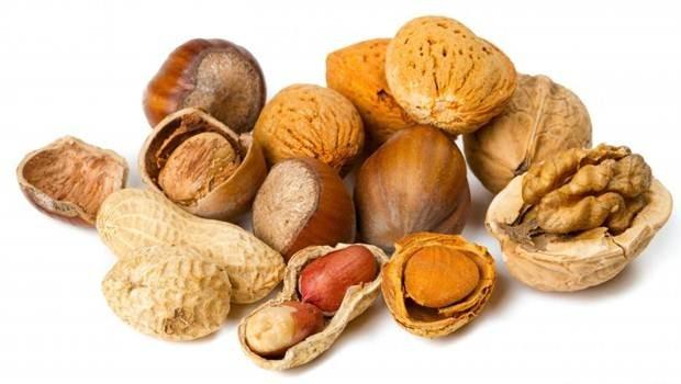 Lạc, hạt dẻ, hạnh nhân và các loại hạt khác giàu lysine.